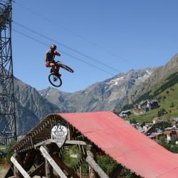 Les Deux Alpes mountain biking holidays; Les 2 Alpes mountain biking holidays; French Alps mountain biking holidays; Les Deux Alpes mountain bike chalet